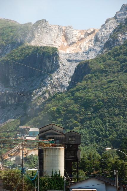 セメント工場と採掘場(小倉南区)